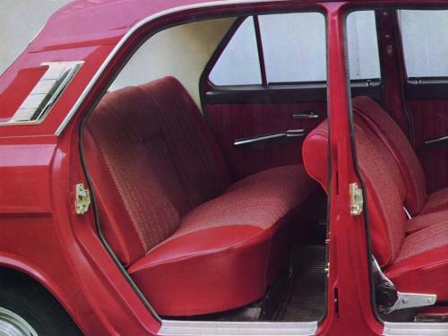 Одной из особенностей «Волги» была очень свободная компоновка заднего пассажирского отделения.