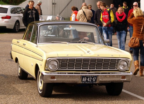 1964_Ford_Falcon_pic2