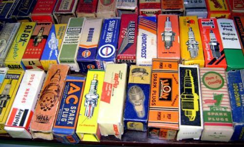 vintage-spark-plug-boxes
